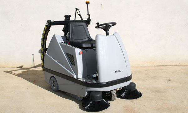 1100mm Suresweep Battery Powered Ride On Sweeper